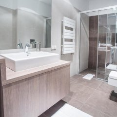 Отель 40th+ Floor Luxury Apartments in Sky Tower Польша, Вроцлав - отзывы, цены и фото номеров - забронировать отель 40th+ Floor Luxury Apartments in Sky Tower онлайн ванная