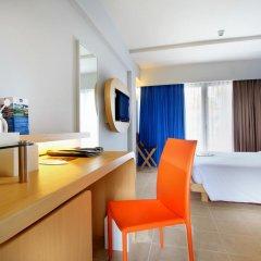Отель Best Western Kuta Beach 3* Номер Делюкс с различными типами кроватей фото 4