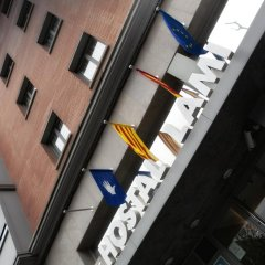 Отель Hostal Lami Испания, Эсплугес-де-Льобрегат - 5 отзывов об отеле, цены и фото номеров - забронировать отель Hostal Lami онлайн балкон
