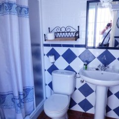 Отель Hostal San Juan ванная