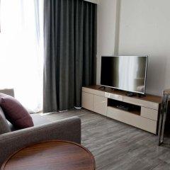 Отель The Deck Condo Patong Стандартный номер с различными типами кроватей фото 5