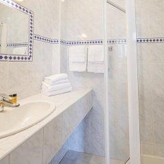 Отель Hôtel Du Centre 2* Стандартный номер с различными типами кроватей фото 13