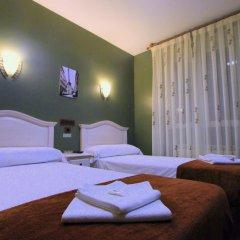 Отель Hostal Regio Номер категории Эконом с различными типами кроватей фото 8