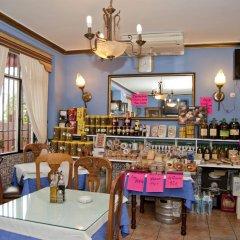 Отель Hostal Restaurante Reina гостиничный бар