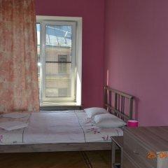 Хостел City 812 Стандартный номер с двуспальной кроватью (общая ванная комната)