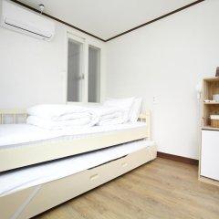 Отель Shinchon Hongdae Guesthouse 2* Стандартный номер с 2 отдельными кроватями фото 3