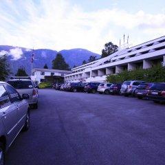 Отель Olden Fjordhotel парковка