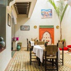 Отель Riad Dar Benbrahim 2* Стандартный номер с различными типами кроватей фото 9