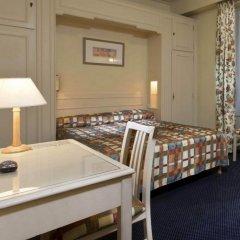 Отель Hôtel de Suez 2* Стандартный номер с двуспальной кроватью фото 4