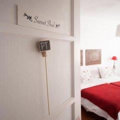 Отель Flower Court - Guest House сейф в номере