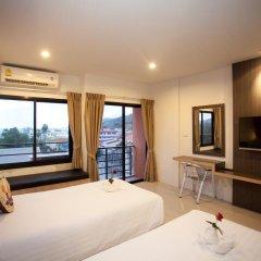 Chill Patong Hotel 3* Улучшенный номер с двуспальной кроватью