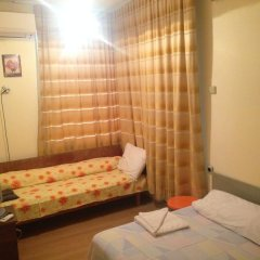 Отель East Gate Guest Rooms Стандартный номер с различными типами кроватей фото 9