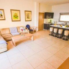 Отель Fig Tree Bay Apartments Кипр, Протарас - отзывы, цены и фото номеров - забронировать отель Fig Tree Bay Apartments онлайн комната для гостей фото 5