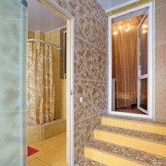 Гостиница 12 Месяцев 3* Стандартный семейный номер разные типы кроватей фото 19