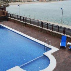 Отель Aparthotel El Faro бассейн