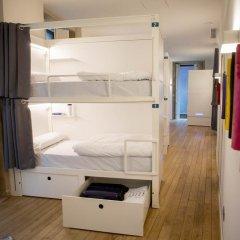 Отель Bluesock Hostels Porto сейф в номере