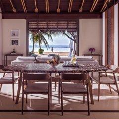 Отель One&Only Reethi Rah 5* Номер категории Премиум с различными типами кроватей фото 12