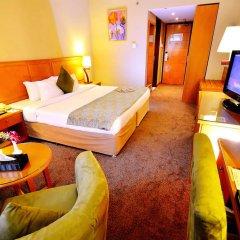 Landmark Summit Hotel 4* Улучшенный номер с различными типами кроватей