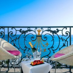 Отель Hôtel Vacances Bleues Le Royal Франция, Ницца - 4 отзыва об отеле, цены и фото номеров - забронировать отель Hôtel Vacances Bleues Le Royal онлайн балкон