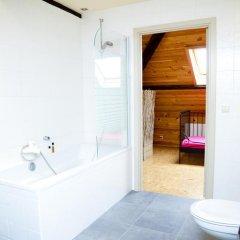 Отель Guesthouse Maison de la Rose 3* Стандартный семейный номер с различными типами кроватей фото 5