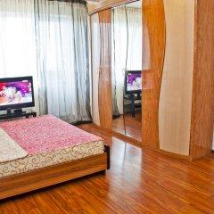 Гостиница on Zipovskoy 5 в Краснодаре отзывы, цены и фото номеров - забронировать гостиницу on Zipovskoy 5 онлайн Краснодар комната для гостей фото 2