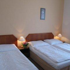 Hotel Jana / Pension Domov Mladeze Стандартный номер с различными типами кроватей (общая ванная комната) фото 8