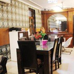 Отель Delhi Marine Club C6 Vasant Kunj Индия, Нью-Дели - отзывы, цены и фото номеров - забронировать отель Delhi Marine Club C6 Vasant Kunj онлайн питание фото 2