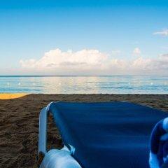 Отель Travellers Beach Resort бассейн фото 3