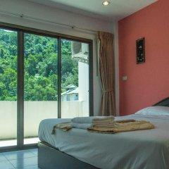 Отель Patong Bay Guesthouse 2* Улучшенный номер с различными типами кроватей фото 11