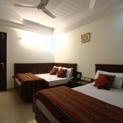 Hotel Chanchal Deluxe 2* Стандартный семейный номер с двуспальной кроватью фото 3