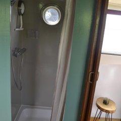 Отель Floating B&B Amsterdam Нидерланды, Амстердам - отзывы, цены и фото номеров - забронировать отель Floating B&B Amsterdam онлайн ванная