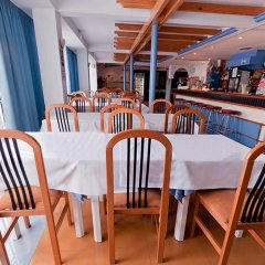 Отель Apartamentos Lux Mar Испания, Ивиса - отзывы, цены и фото номеров - забронировать отель Apartamentos Lux Mar онлайн гостиничный бар