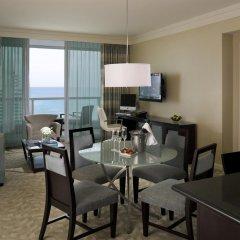 Отель Fontainebleau Miami Beach 4* Люкс с двуспальной кроватью фото 10