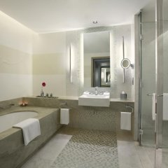 Отель Hilton Capital Grand Abu Dhabi 5* Стандартный номер с различными типами кроватей фото 3