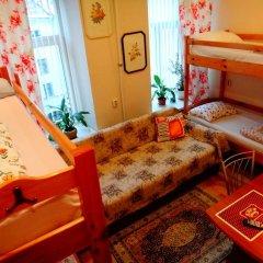 Хостел Арина Родионовна Кровать в женском общем номере с двухъярусной кроватью