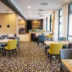 Отель Best Western Premier Sofia Airport Hotel Болгария, София - 1 отзыв об отеле, цены и фото номеров - забронировать отель Best Western Premier Sofia Airport Hotel онлайн гостиничный бар фото 2