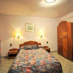 Отель Hostal la Carrasca Стандартный номер с различными типами кроватей фото 8