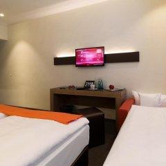 Отель Motel Plus Berlin 3* Стандартный семейный номер с различными типами кроватей фото 2
