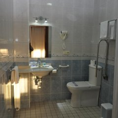 Отель Pension Alameda Испания, Сан-Себастьян - отзывы, цены и фото номеров - забронировать отель Pension Alameda онлайн ванная