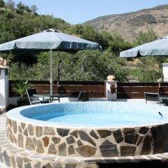 Отель Casa La Bombaron Сьерра-Невада бассейн