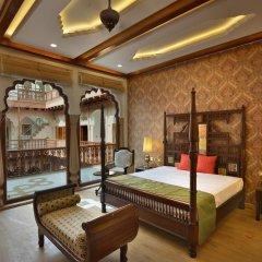 Отель WelcomHeritage Haveli Dharampura 5* Люкс с различными типами кроватей фото 3