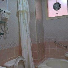 Отель Al Salam Inn Hotel Suites ОАЭ, Шарджа - отзывы, цены и фото номеров - забронировать отель Al Salam Inn Hotel Suites онлайн ванная