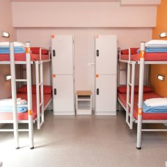 Barcelona Pere Tarrés Hostel Кровать в общем номере с двухъярусной кроватью