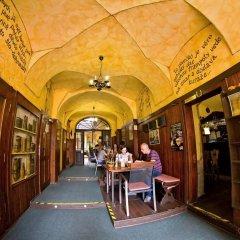 Отель U Zlate Podkovy - At The Golden Horseshoe Чехия, Прага - отзывы, цены и фото номеров - забронировать отель U Zlate Podkovy - At The Golden Horseshoe онлайн развлечения