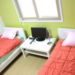 Отель Patio 59 Hongdae Guesthouse 2* Стандартный номер с 2 отдельными кроватями фото 5