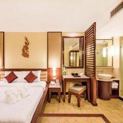 Отель Duangjitt Resort, Phuket 5* Номер Делюкс с двуспальной кроватью фото 20