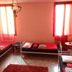 Отель The Academy Кровать в женском общем номере