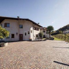 Отель Weingut Donà Аппиано-сулла-Страда-дель-Вино парковка