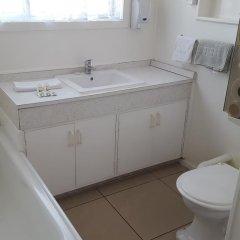 Отель Kowhai & Colonial Motel ванная фото 2