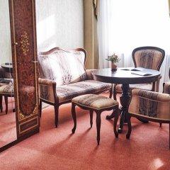 Гостиница Золотое Кольцо Кострома Люкс с двуспальной кроватью фото 17